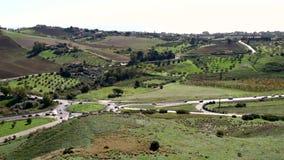 Siciliaans platteland diep in het midden van Italiaans Eiland stock footage