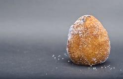 Siciliaanse rotisserie - Arancina met chocolat Stock Foto's