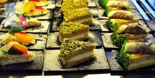 Sicilian bageri Traditionella sötsaker, bakelser och bakat ihop arkivbilder