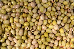 Sicilian flavoured olives at the marketplace Royalty Free Stock Photos