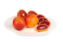 Sicilian röda apelsiner pläterar på Arkivbild