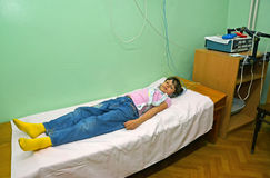 The sick girl adopts the procedure in a physiotherapeutic office Royalty Free Stock Photography
