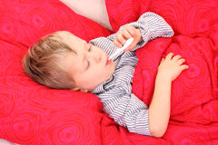 Sick kid. 3-4 years old preschooler in bed - sick Stock Image