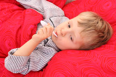 Sick kid. 3-4 years old preschooler in bed - sick Royalty Free Stock Photography