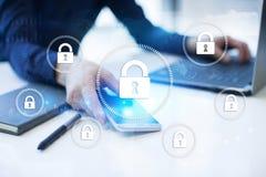 Sicurezza cyber, protezione dei dati, sicurezza di informazioni e crittografia tecnologia di Internet e concetto di affari illustrazione vettoriale