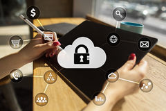 Sicurezza cyber, protezione dei dati, sicurezza di informazioni Concetto di affari di tecnologia Immagini Stock Libere da Diritti