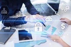 Sicurezza cyber, protezione dei dati, sicurezza di informazioni Concetto di tecnologia di Internet Immagini Stock Libere da Diritti