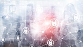 Sicurezza cyber, segretezza di informazioni, concetto di protezione dei dati sul fondo moderno della stanza del server Internet e royalty illustrazione gratis