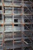 Sicurezza della costruzione con un'impalcatura solida Immagini Stock