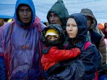 Sid,塞尔维亚- 2015年10月3日:穿过在Sid之间塞尔维亚& Bapska克罗地亚城市的难民塞尔维亚-克罗地亚边界 免版税库存图片