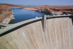 "Sida Arizona, USA †""Augusti 12, 2009: Glen Canyon Dam och sjö Powell Royaltyfria Bilder"