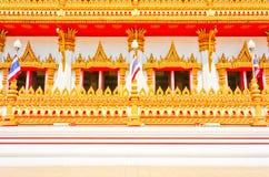 Sida av den guld- pagodaen på det thailändska tempelet, Khonkaen Thailand Arkivbilder