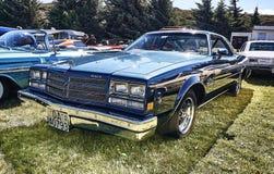 Sida av den klassiska bilen i blått Arkivfoton