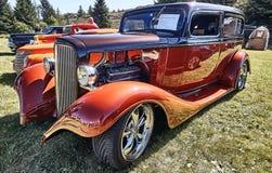 Sida av den klassiska bilen i rött Royaltyfri Foto