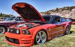 Sida av den klassiska bilen i rött Fotografering för Bildbyråer
