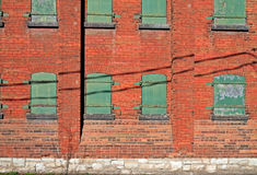 Sida av gammal tegelstenbyggnad Arkivfoton