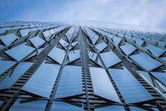 Sida av One World Trade Center, som du ser rak upp royaltyfri foto