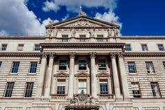 Sida av Somerset House i London, England royaltyfria foton