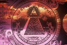 Sida för avers (vända om), av den nationella skyddsremsan av Förenta staterna, en pyramid med allt seende öga av försyn - novus o Arkivbild