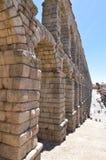 Sida som skjutas av akvedukten i Segovia fotografering för bildbyråer
