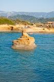 Sidary海滩为它的运河知道D'Amou的小海湾 corfu希腊海岛 免版税库存图片