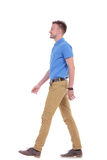Side of casual young man walking Royalty Free Stock Photos