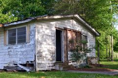 Louisiana Abandoned Home 03 the side with a door stock images