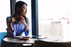 Side view of businesswoman drinking coffee Royalty Free Stock Image