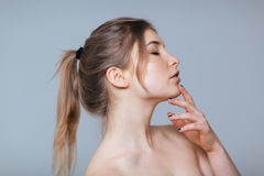 Side view portrait of a beautiful woman Royalty Free Stock Photos