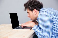 Side view portrait of a man using laptop Royalty Free Stock Photos