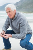 Side view of a senior man relaxing at beach Royalty Free Stock Photos
