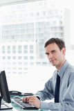 Side view of a serious office worker using a monitor Royalty Free Stock Photos