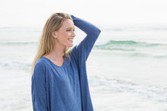 Side view of a smiling casual woman at beach Royalty Free Stock Images