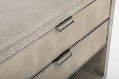 Sideboard Lucas | Концепции Роув, белый блок развлечений ТВ 3 ящиков, дрессер ящика Mateer 3 с белой предпосылкой - изображением стоковые изображения rf