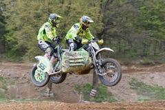 Sidecar raceauto's het springen Royalty-vrije Stock Afbeelding