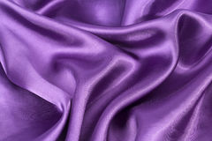 Siden- bakgrund, textur av violett skinande tyg Royaltyfria Foton
