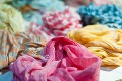 Siden- färger för scarves allra Fotografering för Bildbyråer