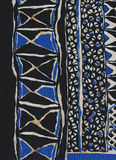 Siden- halsduk med geometriska modeller Royaltyfri Fotografi