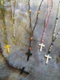Siden- och prydde med pärlor katolska radband royaltyfri bild