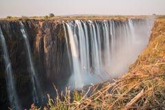 Siden- vatten i Victoria Falls, sikt från Zimbabwe Royaltyfri Bild