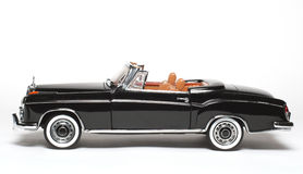 Sideview 1958 dell'automobile del giocattolo della scala del metallo dell'esperto in informatica del benz 220 di Mercedes Fotografie Stock