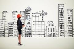 Sideview bizneswoman w pomarańczowym hardhat Fotografia Royalty Free