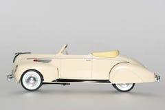 Sideview clásico 1938 del coche del juguete del céfiro de Lincoln Imagen de archivo libre de regalías