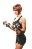 SIdeview del atleta de sexo femenino del pelirrojo con pesas de gimnasia Imagen de archivo