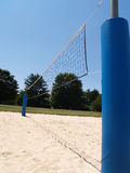 Sideview des im Freienvolleyballnetzes lizenzfreies stockfoto