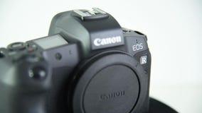 Sideview di EOS R di Canon della macchina fotografica di Mirrorless video d archivio