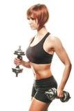 SIdeview rudzielec żeńska atleta z dumbbells Fotografia Stock