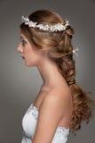 Sideview van mooie vrouw met kleine bloemen Royalty-vrije Stock Foto
