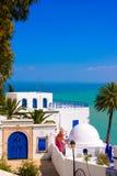 Sidi Bou εν λόγω, Μεσόγειος, άσπρο μπλε αραβικό κτήριο, αρχιτεκτονική Στοκ Εικόνες