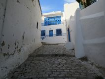 Sidi Bou Said, village de famouse avec l'architecture tunisienne traditionnelle images stock